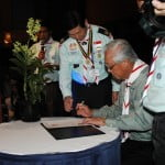SM Signing on Commemorative Certificate