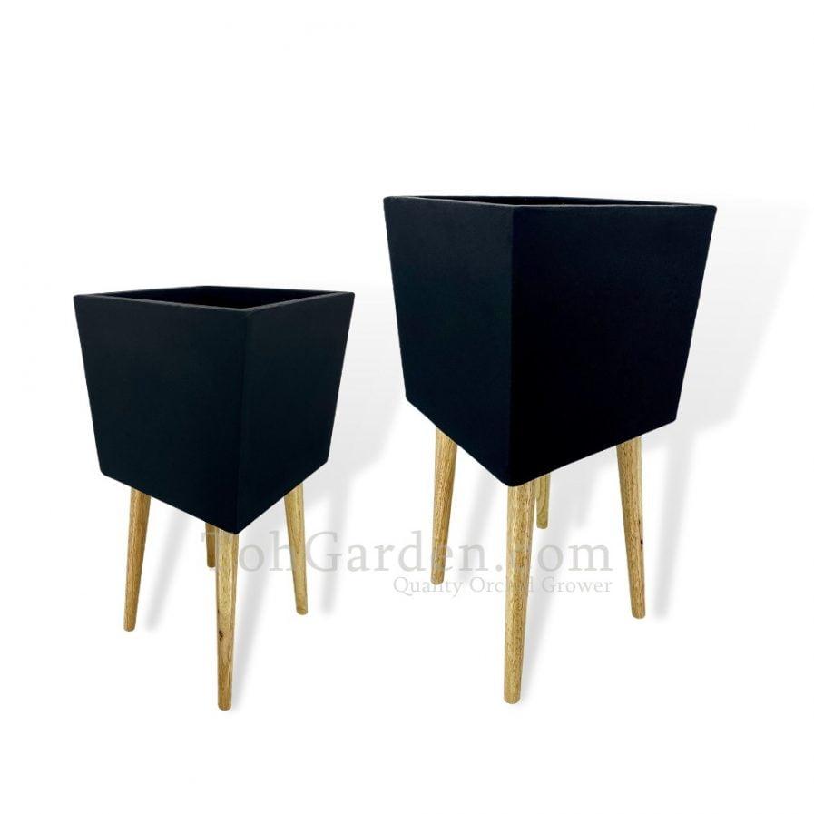 Black Telearo Fiberglass Pot