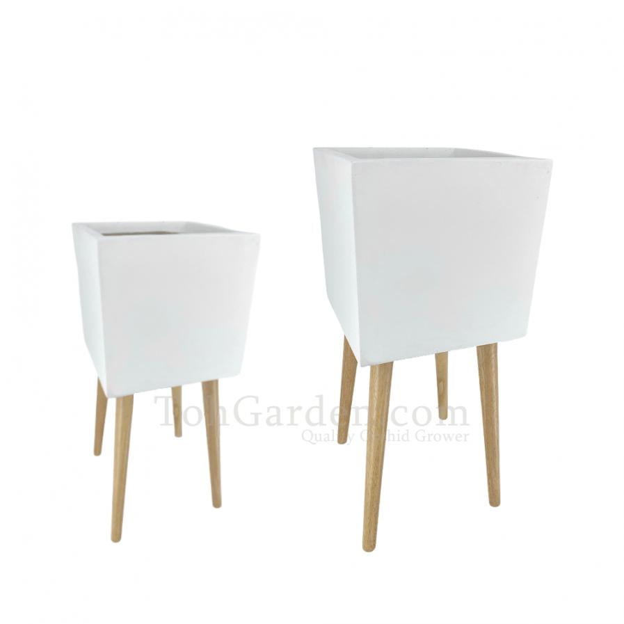 White Telearo Fiberglass Pot